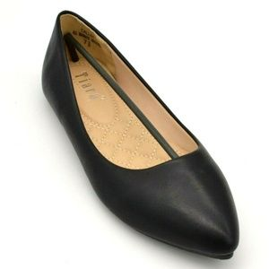 Tiara Womans Slip on Flats Size 7.5 Black New